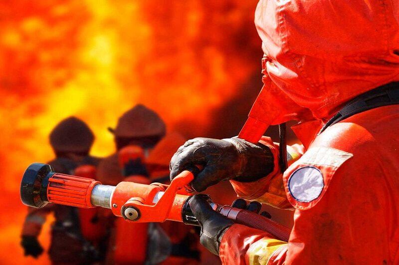 آتش سوزی مجتمع مسکونی در مشهد/۱۲ نفر نجات یافتند