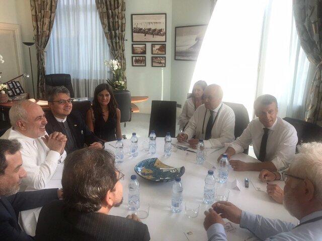 گزارش توییتری ظریف از سفر ناگهانیاش به فرانسه+عکس