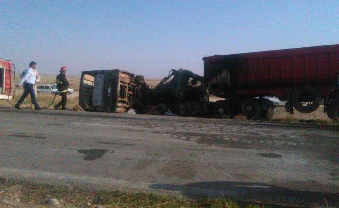 تصادف مینی بوس و تریلی در گلستان/ ۱۰ نفر کشته شدند+عکس