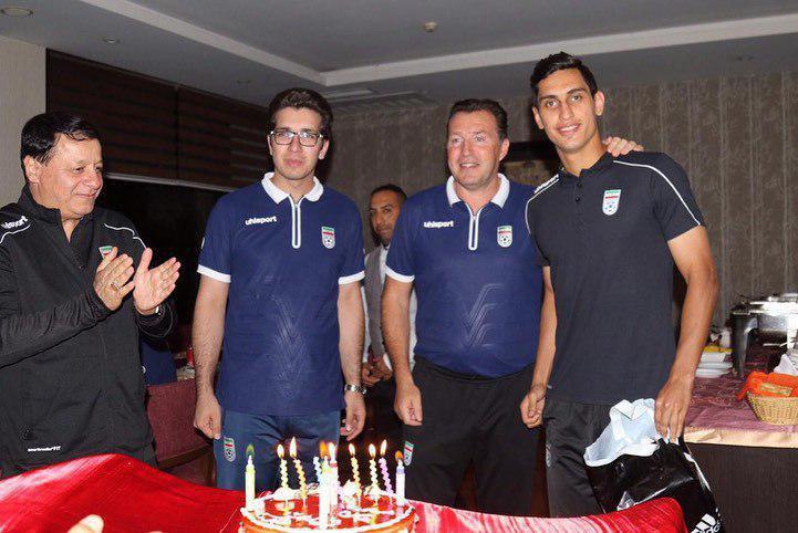 جشن تولد محمد نادری در اردوی تیم ملی/عکس
