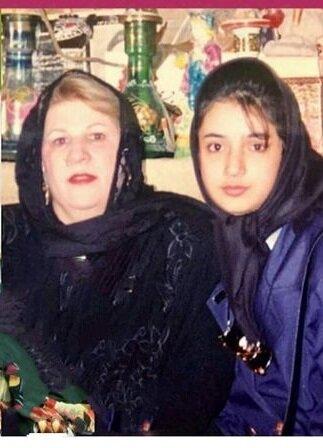 عکس زیرخاکی از شبنم قلیخانی در کنار مادرش