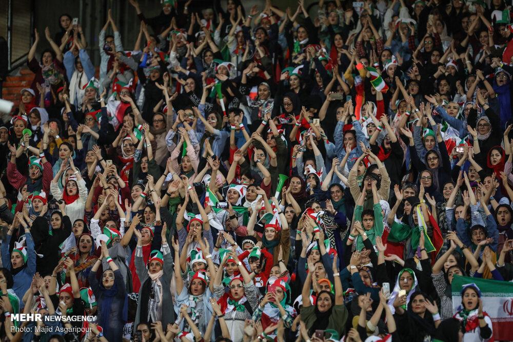 واکنش عادل فردوسیپور به حضور زنان در ورزشگاه آزادی