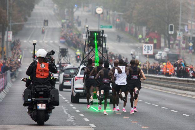 رکوردشکنی الیود کیپچوگه؛ نخستین فردی که دوی ماراتن را در کمتر از 2 ساعت دوید+تصاویر