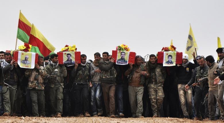 حمله ترکیه به سوریه؛ شورشیان هوادار اردوغان ۹ غیرنظامی کرد را تیرباران کردند| ۱۹۰ هزار نفر آواره شدهاند