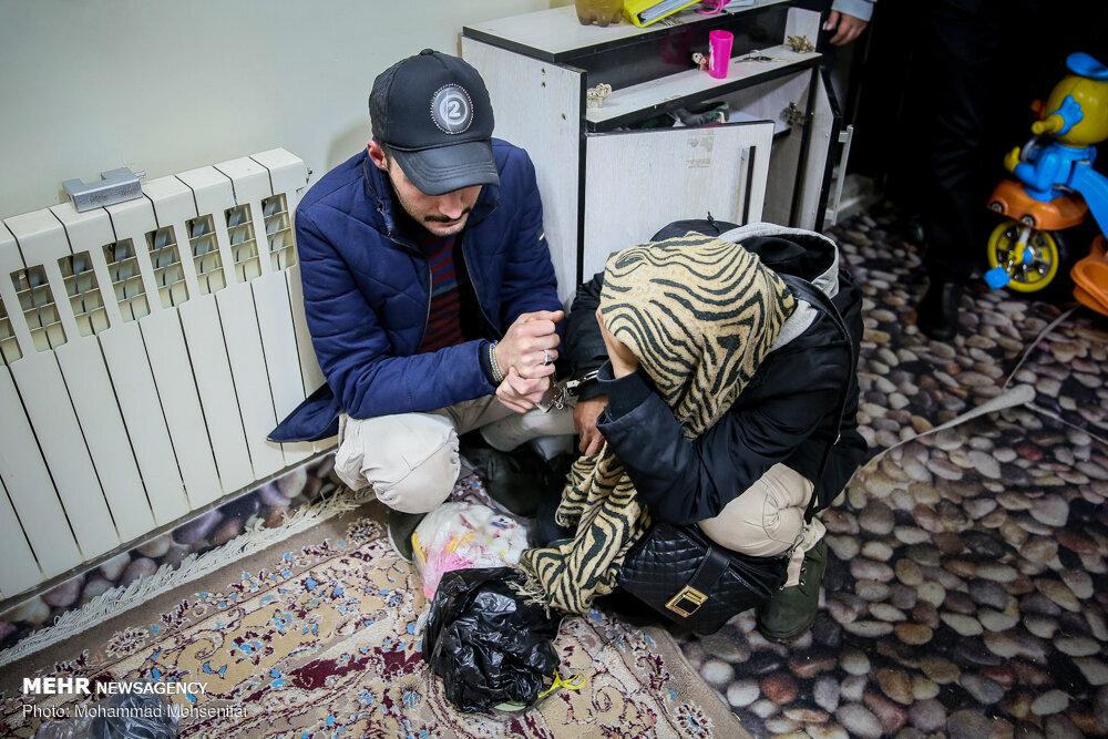 زن و شوهر خرده فروش ماموران را به فروشنده اصلی رساندند/ تصاویر