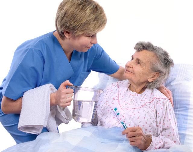نکات بهداشتی دهان و دندان برای سالمندان
