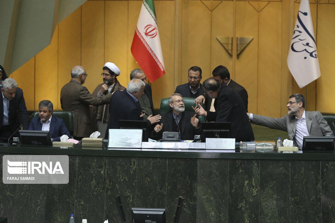 چرا نمایندگان مجلس به جای سفر به شهرشان، در تهران میمانند؟