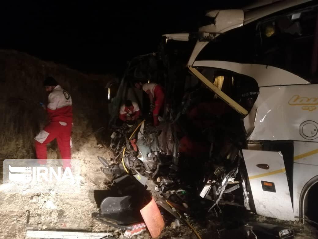 تصادف اتوبوس در همدان 17 مصدوم برجا گذاشت
