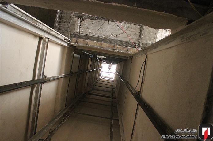 مرگ کارگر جوان بر اثر سقوط بالابر به چاهک آسانسور + عکس