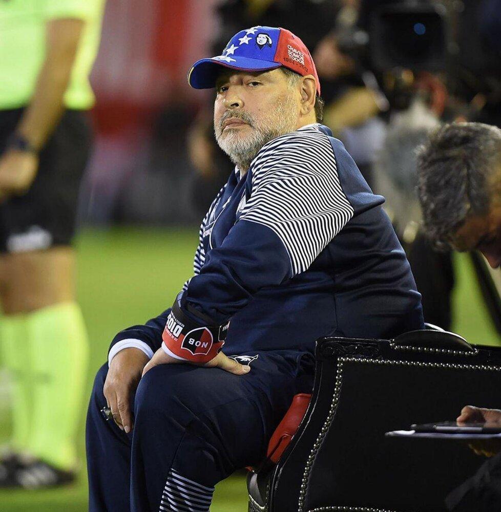 مارادونا با این حرکت دوباره خبرساز شد+ عکس