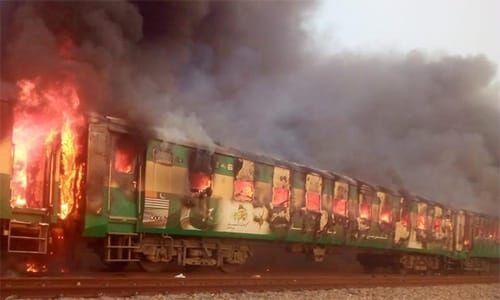 آتش گرفتن قطار در پاکستان/ ۶۵ نفر کشته شدند