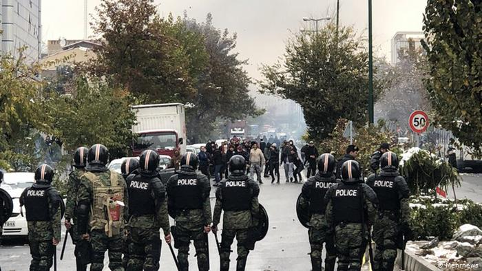 پیشنهاد سه فراکسیون مجلس برای پیگیری اعتراضات بنزینی| محمود صادقی: مسئولان شفافسازی کنند