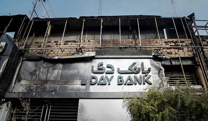 بیش از 60 درصد بانک های البرز به آتش کشیده شدند