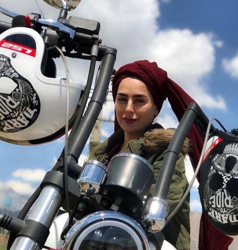 سمانه پاکدل سوار بر مورتور + عکس
