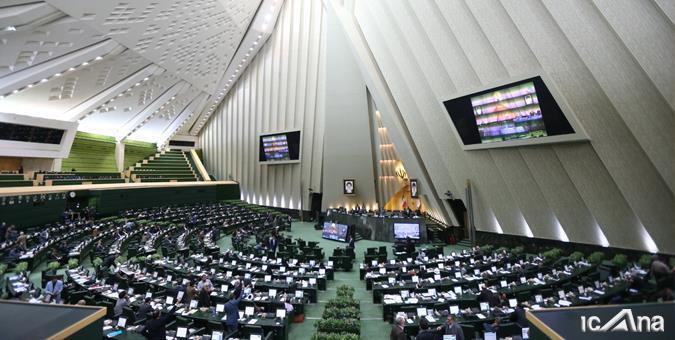 حسینزاده: مجلس سه فوریت طرح تعطیلی یکماهه کشور را تصویب کند