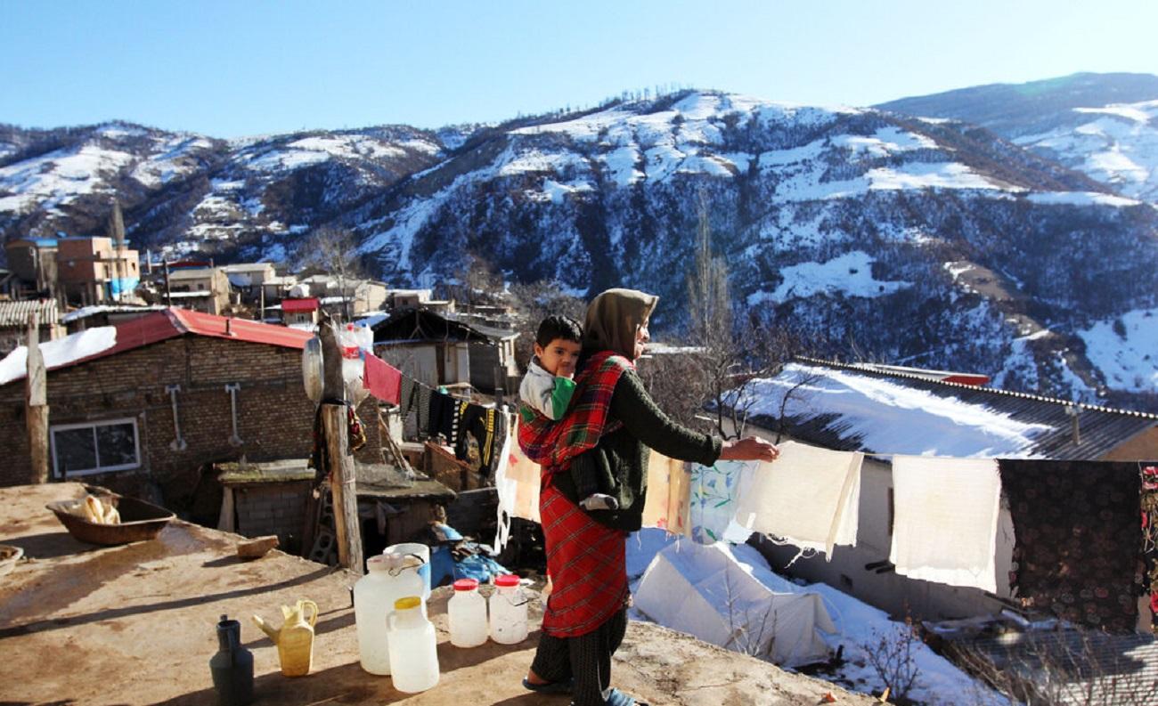 تصاویر| چادرنشینی زلزلهزدگان رامیان در برف زمستان