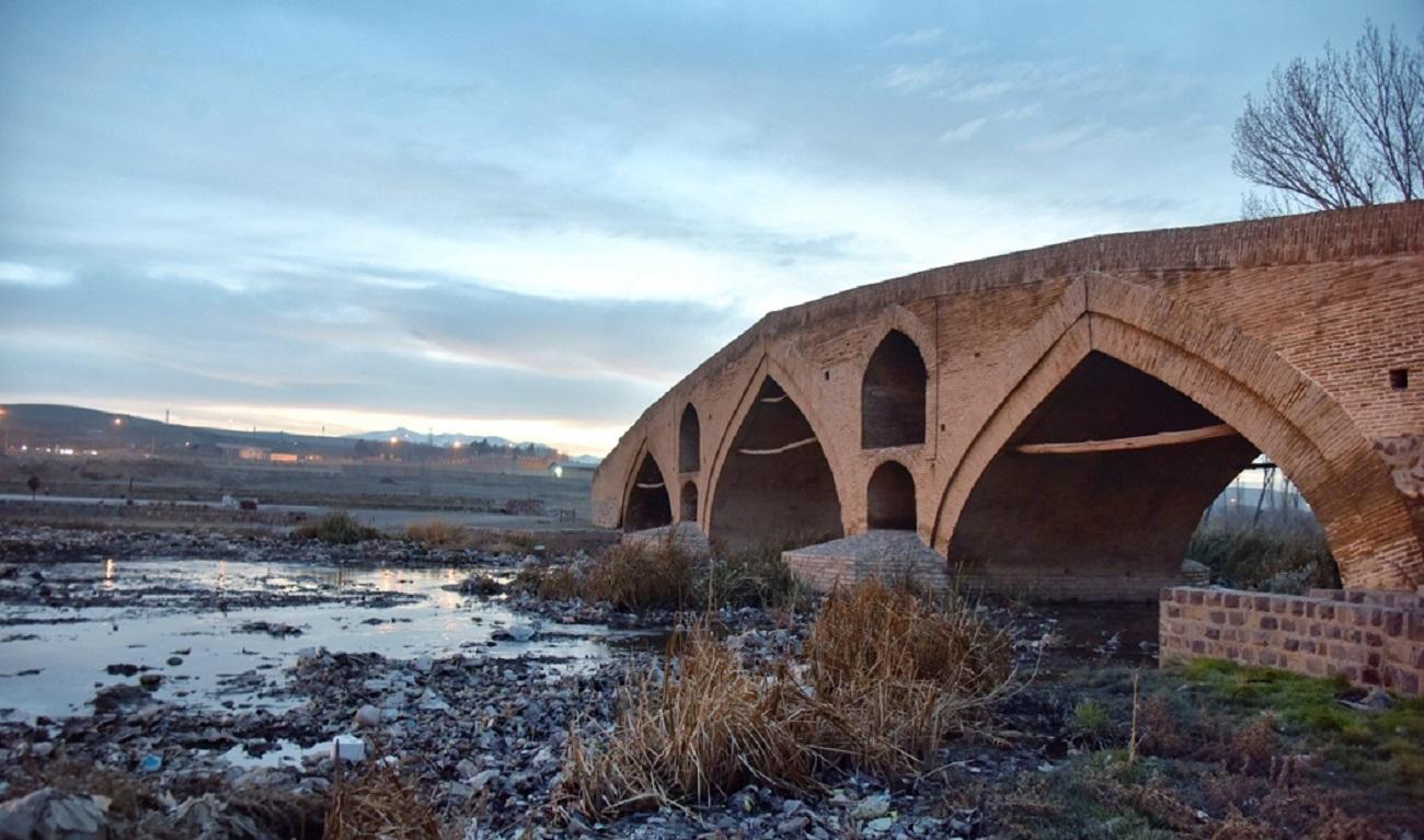 تصاویر| پل تاریخی میربهاءالدین غرق در زباله