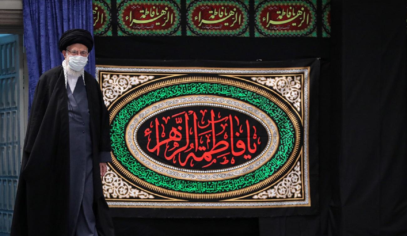 تصاویر  عزاداری ایام شهادت حضرت زهرا با حضور رهبر انقلاب