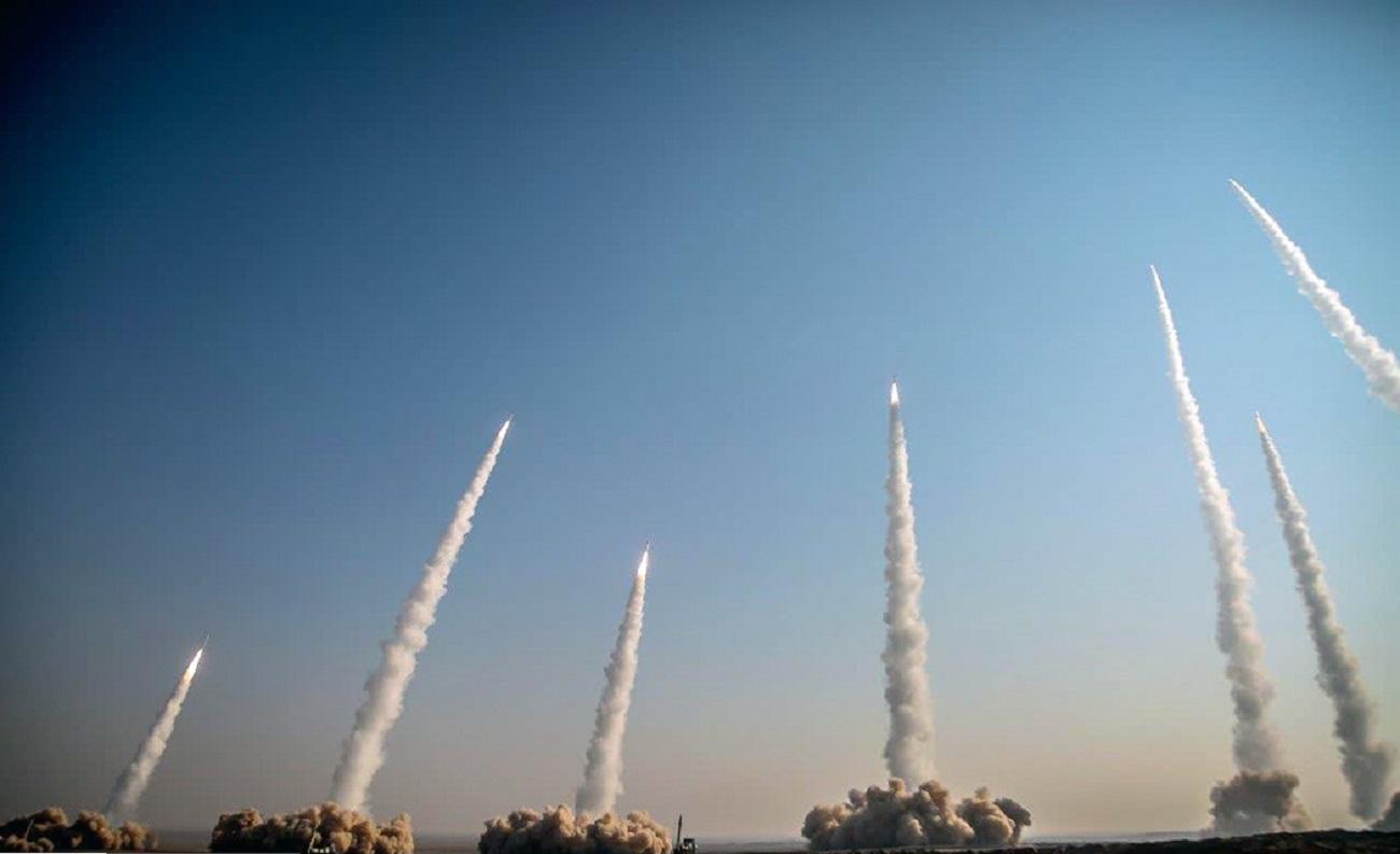 تصاویر  شلیک انبوه موشکهای بالستیک سپاه