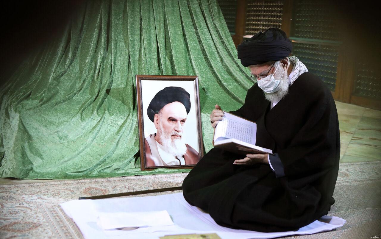 تصاویر  حضور رهبر انقلاب در مرقد امام و گلزار شهدا
