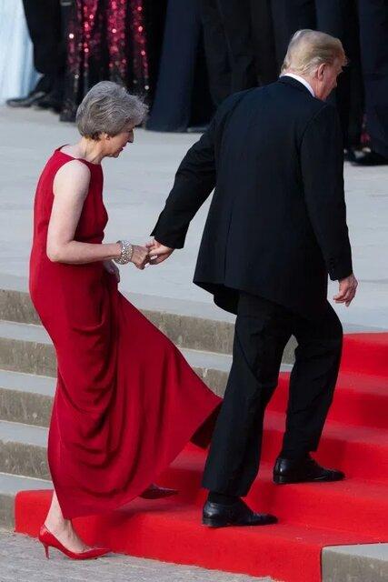 ترزا می به شوهرش گفت ترامپ دستش را گرفته است!+عکس