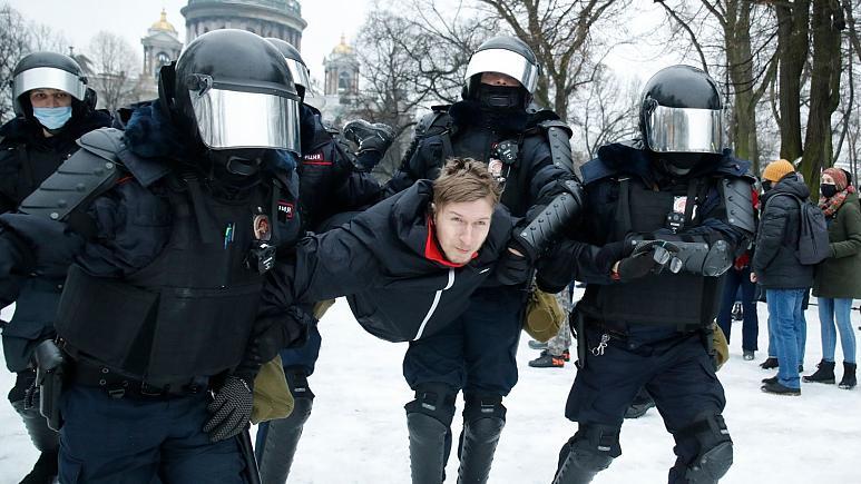 عکس| تظاهرات گسترده در دمای منفی ۵۰؛ در روسیه چه خبر است؟