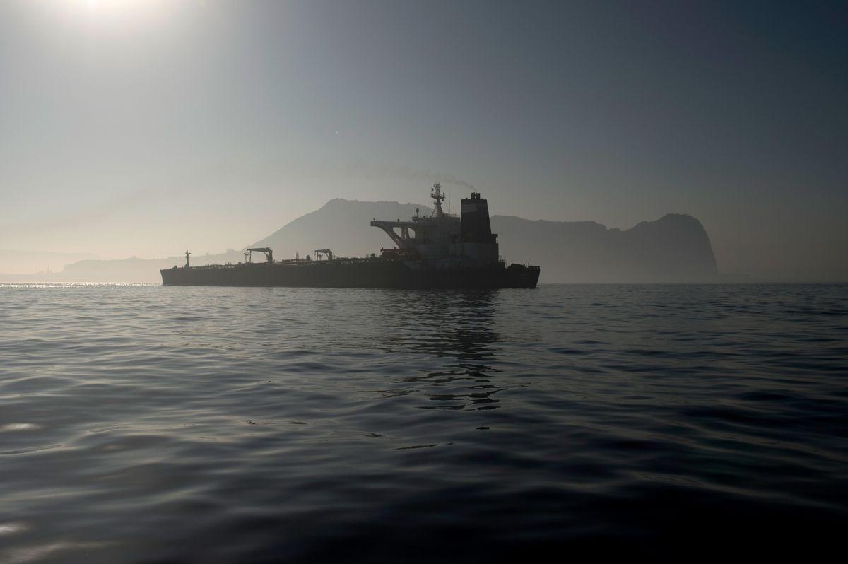 یک نفتکش ایران در آبهای اندونزی توقیف شد