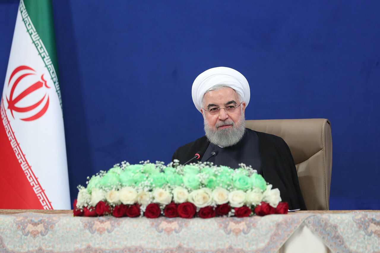 روحانی: تمام بخشهای دولتی باید سهام خود را در بازار بورس به فروش برسانند