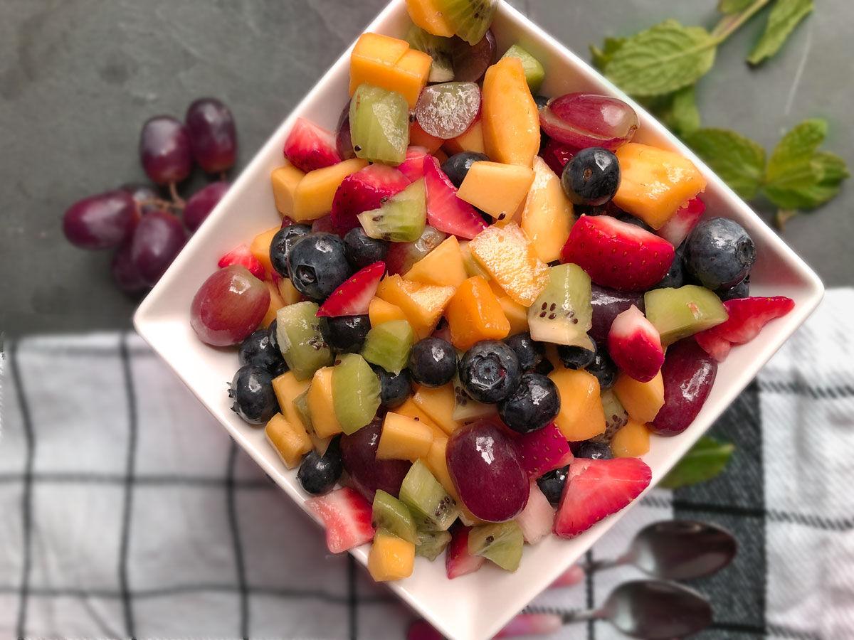 چگونه سالاد میوه جذابی درست نماییم؟