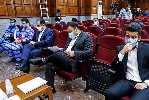 متهم صالحی: بازداشت ما ارز را گران کرد؛ منتظر دلار ۳۲ هزارتومانی باشید/بازداشت من باعث شد بانک مرکزی شاهرگش را بزند