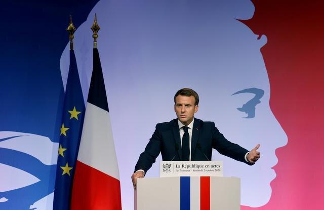 سر بریدن یک معلم در فرانسه/ ماکرون: یک حمله تروریستی بود