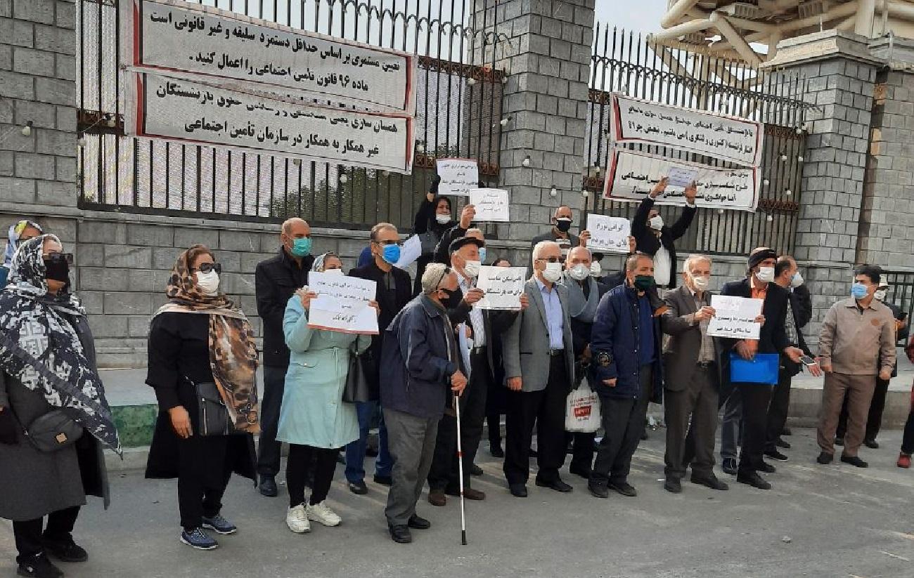عکس| تجمع مستمریبگیران تامین اجتماعی مقابل مجلس