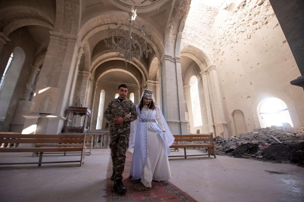 تصاویر| عشق در زمان جنگ