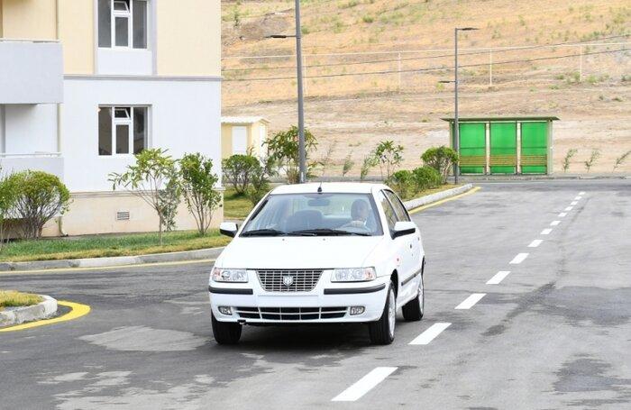 عکس| علی اف پشت فرمان خودروی تولید مشترک ایران و جمهوری آذربایجان