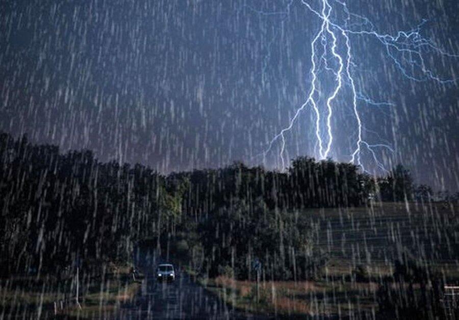 بارش شدید باران و کاهش دما در نیمه شمالی کشور / ارتفاعات البرز برفی میشود