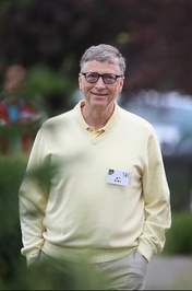 بیل گیتس، مدیر اسبق و مؤسس شرکت مایکروسافت برای سومین سال متوالی رتبه نخست فهرست را از آن خود کرد. ثروت وی ۷۵ میلیارد دلار برآورد شده که در مقایسه با سال گذشته ۴.۲ میلیارد دلار کمتر است.
