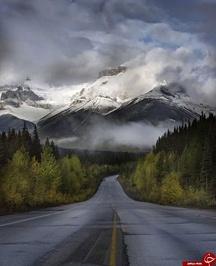 جاده منتهی به رشته کوه های راکی کانادا