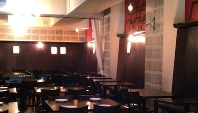 کریس نوت - THE CUTTING ROOM  غذا خوردن در رستوارن کریس نوت، واقع در نیویورک، تجربه فوق العاده ای را برای افراد رقم خواهد زد. منوی این رستوران بسیار متنوع است، به طوری که شما می توانید از غذاهای لبنانی گرفته تا پیتزاهای ایتالیایی و خوراک بره... را سفارش دهید.