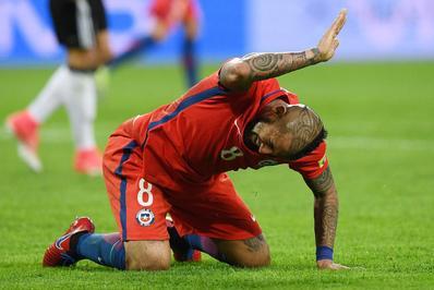 آرتورو ویدال (شیلی) ستاره باتجربه تیم ملی شیلی در روز پایانی و با شکست سنگین برابر برزیل قافیه را به آرژانتین واگذار کرد و از صعود بازماند.