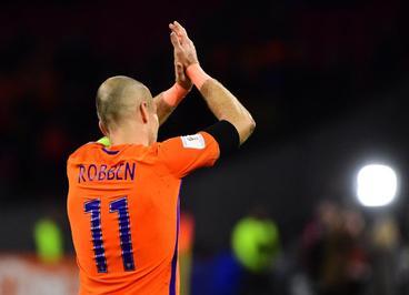 آرین روبن (هلند) پیروزی در روز پایانی برابر سوئد نیز باعث نشد لاله های نارنجی در گروهی که فرانسه و سوئد رتبه های بالایی را به خود اختصاص دادند شانسی داشته باشند.