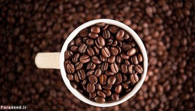 قهوه قهوه نیاز به محیط سرد و خشک دارد تا حد ممکن تازه بماند. دمای یخچال بیش از حد برای آن سرد است؛ و نیز بهتر است در محفظه تاریک نگهداری شود. اتحادیه بین المللی قهوه اعلام کرده است که دانه های قهوه باید در دمای اتاق و به دور از گرما، رطوبت و روشنایی باشد.
