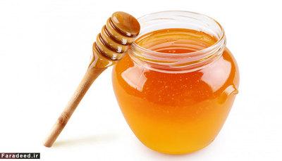 عسل نگهداری عسل در یخچال مجر به کریستالیزه شدن آن میشود. همچنین بسیار سفت میشود به گونهای که قاشق در آن فرو نمیرود. عسل این قابلیت را دارد که در دمای اتاق تا زمان نامحدود اب نشود.