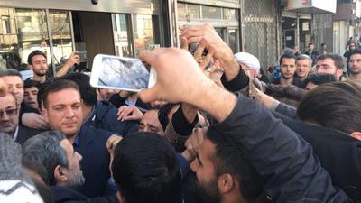 جنجال تازه احمدینژاد و مشایی مقابل دادگاه/اظهارات بقایی درباره مرگ سیدامامی+فیلم و عکس
