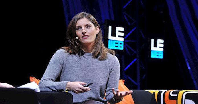 ثریا دارابی  33  ثریا دارابی را امروزه به عنوان یکی از بنیانگذاران برند زدی می شناسند. برندی که در حوزه فشن با تمرکز بر منشاء مواد اولیه محصولات نامش را بر سر زبان ها انداخته است. ثریا فعالیت حرفه ایش را در نیویورک تایمز آغاز کرد و همان جا بود که تغیرات مداوم فناوری های دیجیتال نظرش را جلب نمود. ثریا دارابی به مرور توانست به عنوان تهیه کننده خبر با رسانه هایی مانند فیسبوک، توییتر و یوتیوب همکاری کند و این در حالی بود که همزمان در بسیاری از استارت آپ های کوچک و بزرگ فعالیت می کرد. ثریا از دانشگاه جئورجیا مدرک هنر دارد و در حال حاضر در بوستون زندگی می کند.