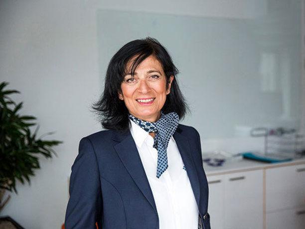 ماریا خرسند  36  ماریا خرسند با مدرک کارشناسی ارشد رشته علوم رایانه ای، در حال حاضر به عنوان مدیر ارشد اجرایی در شرکت اسوریجز تکنیسکا ی کشور سوئد مشغول به فعالیت است. ماریا همچنین از سال 2001 به عنوان مدیر عامل کمپانی فناوری های شنیداری اریکسن و از سال 2004 به عنوان رئیس بازار مالی تکنولوژی