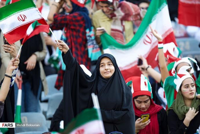 Image result for تصاویر جنجالی از حضور زنان در ورزشگاه آزادی