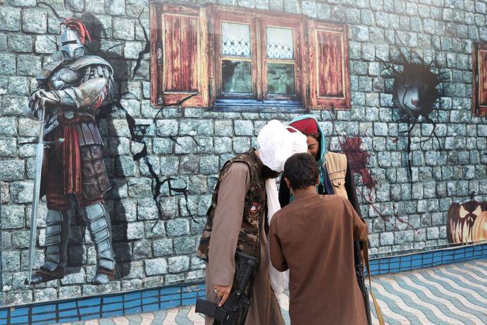 طالبان در پارک تفریحی در کابل