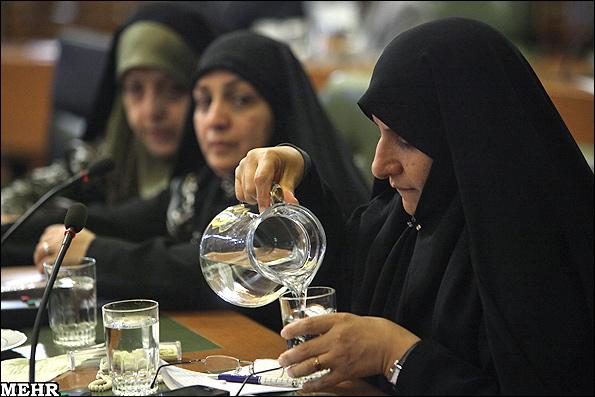 n00153725 r b 000 نگاهها به سوی خانم احمدینژاد+ عکس