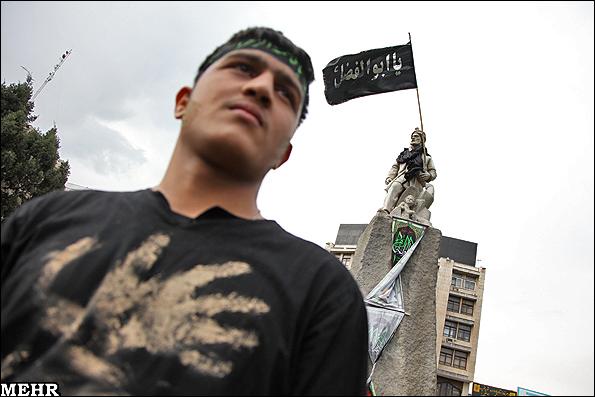n00153893 r b 000  پرچم یا ابوالفضل بر روی دوش فردوسی+ عکس