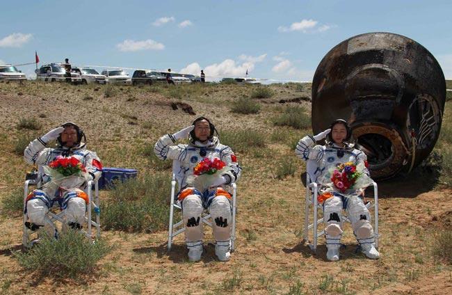 حباب عکس  زندگی فضانوردان ناسا عکس